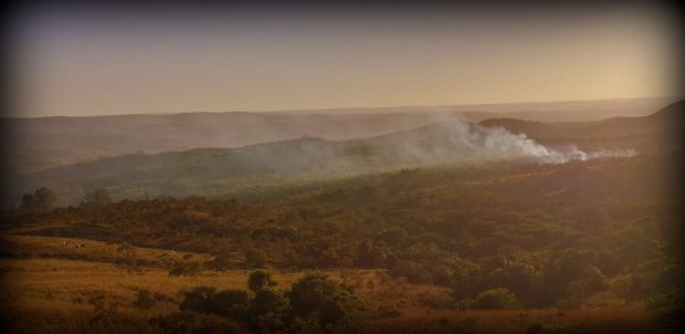 after two virtually rainless month (except for 2mm once) the fires of the cerrado (savanna) are to be expected